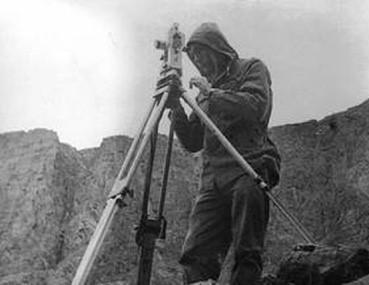 Контроль привязки огневой позиции артиллерии осуществляет капитан Башкиров Г.В.